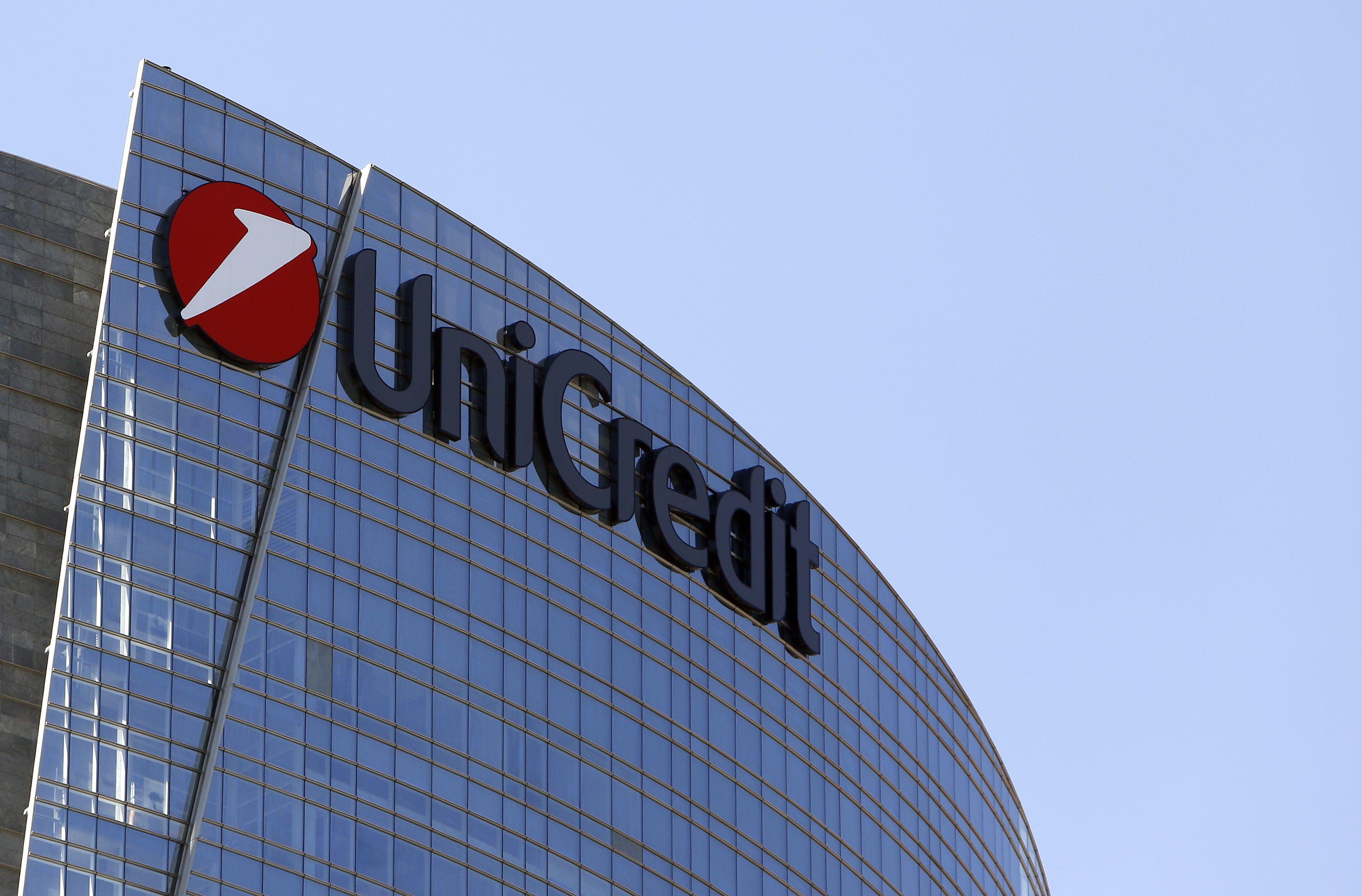 """Unicredit down, disagi su pagamenti online e ritiro di denaro. La banca: """"Servizi ripristinati"""""""