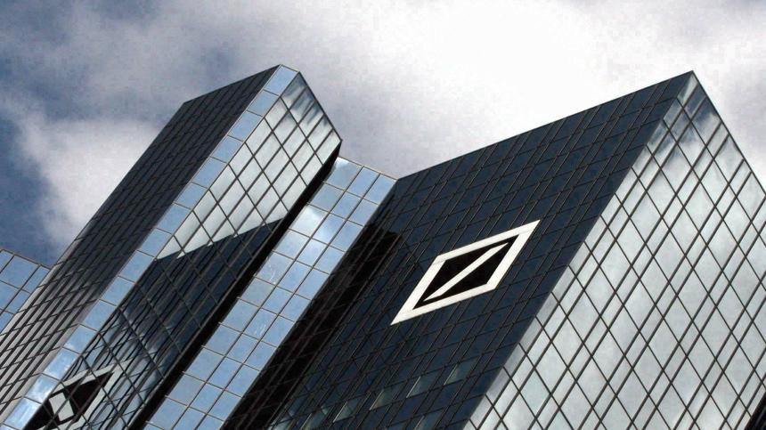 Deutsche Bank boosts bonuses to 2.3 billion euros despite bigger 2017 loss