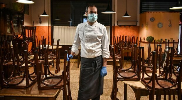 Covid, perdite da lockdown: il governo prepara gli aiuti alle aziende. Bar e ristoranti a rischio chiusura