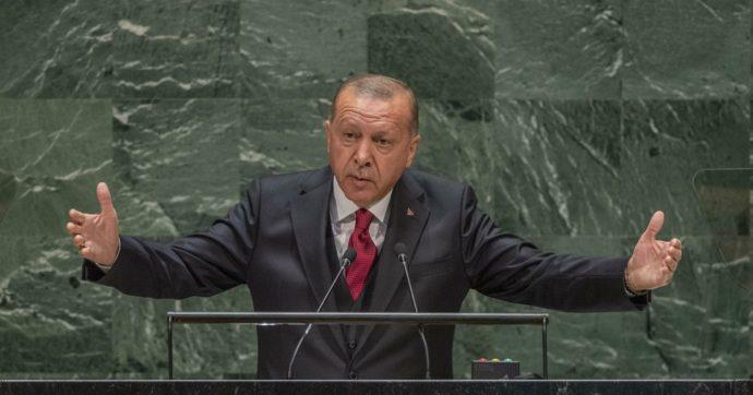 Turchia, si rompe il tabù, la banca centrale alza i tassi del 4,75%. Lira in deciso recupero sul dollaro