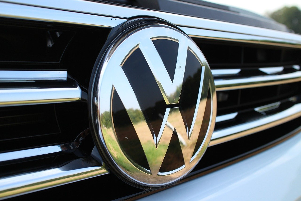 Inizia l'era delle batterie riciclate: il primo impianto della Volkswagen