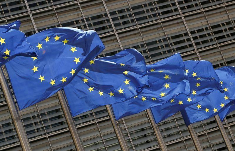 Zona Euro, bilancia commerciale giugno in surplus per 18,1 miliardi
